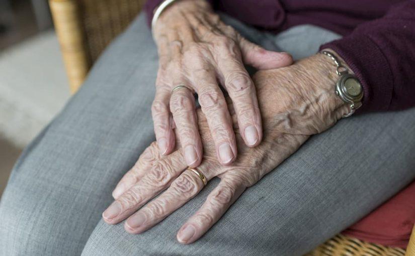 Prise en charge d'un parent âgé chez soi : comment s'organiser ?