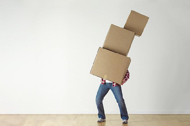 atout-box-homme-débordé-cartons